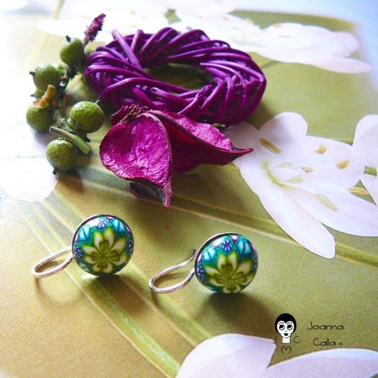 Boucles d'oreilles dormeuses en argent mandala vert jaune en pâte polymère fait main pièce unique Joanna Calla