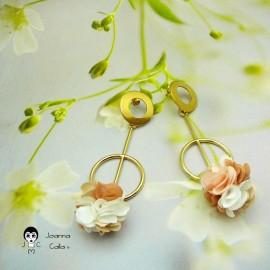 Boucles d'oreilles puces pendantes longues bohème plaqué or fleur marron en tissu fait main Joanna Calla