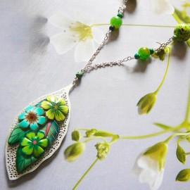 Bohemian floral Viridiana necklace, matt silver filigree leaf, green flowers in polymer clay, handmade Joanna Calla
