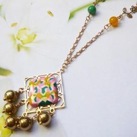 Collier bohème Thalie en laiton doré, mandala vert rose jaune en argile polymère, fait main, Joanna Calla