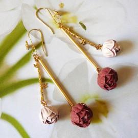 Boucles d'oreilles florales pendantes bohème, Holly plaqué or, pivoines rouge et rose en tissu, fait main, Joanna Calla