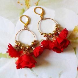 Boucles d'oreilles pendantes bohème, Daisy en laiton doré, fleur rouge en tissu, fait main Joanna Calla