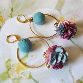 Boucles d'oreilles bohème pendantes Flora fleur rose bleu