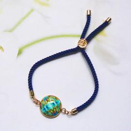 Bracelet bohème femme réglable sur cordon en nylon bleu, mandala bleu en argile polymère, fait main, Joanna Calla