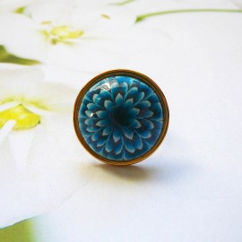 Bohemian floral ring, in gold plated stainless steel, blue dahlia flower in polymer clay, handmade, unique piece, Joanna Calla