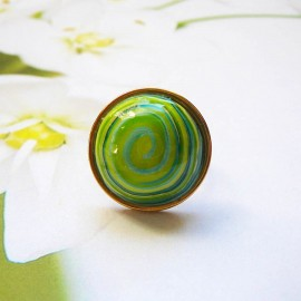 Bohemian ring, in gold plated stainless steel, green spiral in polymer clay, handmade, unique piece, Joanna Calla