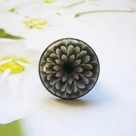 Bohemian round ring, black dahlia flower in polymer clay, handmade, unique piece, Joanna Calla